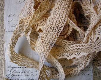 vintage crochet cotton trim - 1970s 1980s cream coloured ribbon - 1.25 inches wide - price per metre - per yard