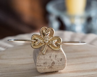 Shamrock Bangle/claddagh Bracelet/Gold Fill/Brass Gold Irish Jewelry/Travel Jewelry/Shamrock Bangle Bracelet/Adventure Bracelet