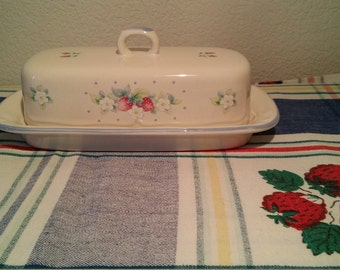 butter dish and paid tablecloth set with strawberries and daises- cottage chic-farm house kitchen  free shipping U.S only holiday special