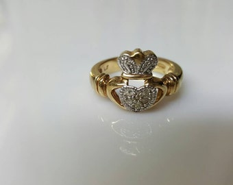 Avon Claddagh gold Tone  Ring  Mint condition