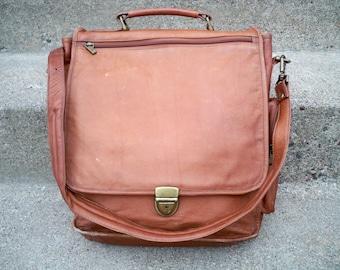 Vintage Made in Colombia Brown Leather Messenger Shoulder Bag Scholar Attorney Lawyer Briefcase