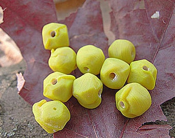 vintage! 20 beads mi-rondes and mi-carrees yellow mustard (about 6-8 mm)
