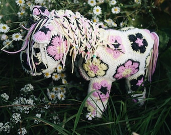 Crochet toy pastel horse (African flower) toy decoration