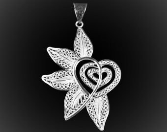 Pendant heart party in silver embroidery