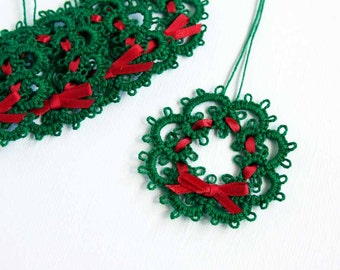 Christmas Gift Toppers 5 Green Wreath Red Ribbon Bow Set Five Christmas Handmade Needle Tatted Tatting Ornament Gift Packaging Gift Wrapping