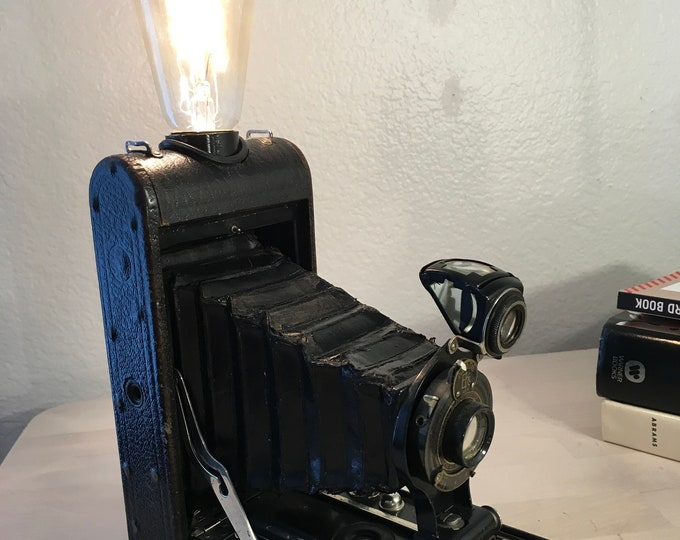 Lamp. Lightning . Vintage Camera accent lamp. Perfct Gift for photographers
