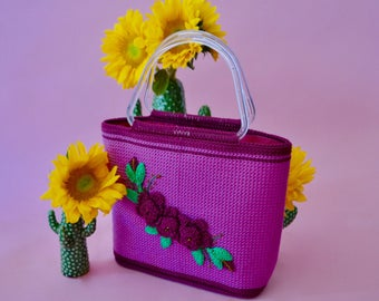 Amazing 90s vintage fuschia woven bag purse with flower embroidery and plastic handles