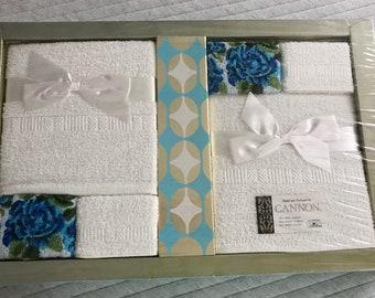 Vintage Cannon bath towel set — in box!! Retro bathroom towels