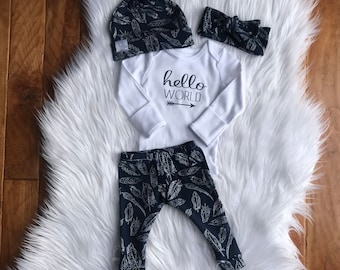 Hello world / Hello World outfit / Hello world onesie / Newborn outfit / baby outfit / coming home outfit / feather leggings / navy leggings