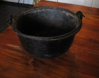 Antique cauldron - metal handle with 1800's ...
