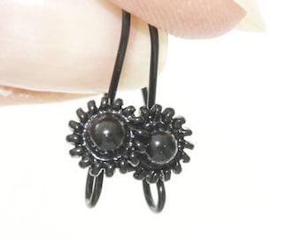 Support black decorative metal flower hook earrings