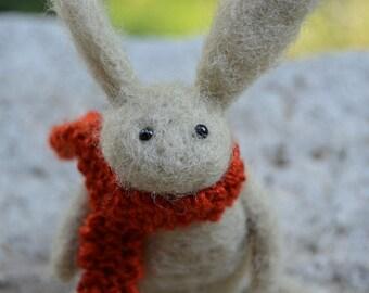 Conejo de fieltro de aguja usar bufanda, hecho a mano, otoño, conejo, liebre, Woodland Critter, agujado, Animal, escultura blanda, OOAK, arte de la fibra, miniatura