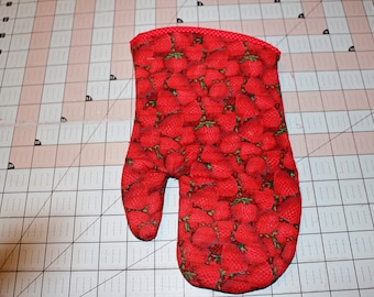 Handcrafted Quilted Insulated Kitchen Oven Mitt, Strawberry Fields