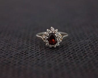 Vintage Sterling Silver & Red Stone Cluster Ring - Sterling Silver Vintage Ring - Engagement Ring - Vintage Cluster Ring Size M 6 1/4