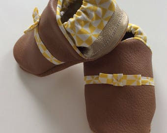 Smooth leather bow girl shoe