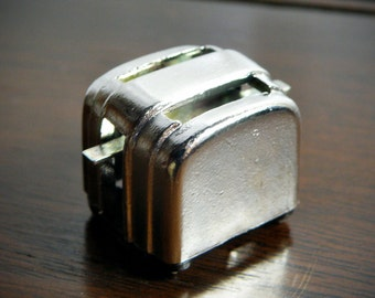 The tiniest retro toaster measures only an inch