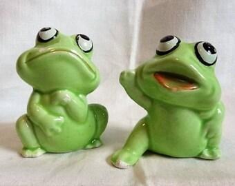 Large VINTAGECeramic Big Eyed Frogs Salt & Pepper Shakers