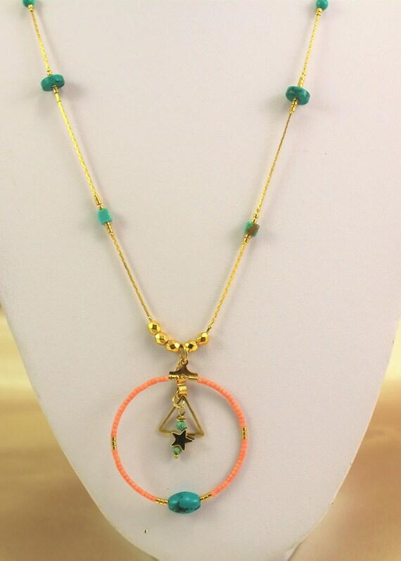 sautoir plaqué or bohème chic  perles fines turquoise et perles de rocaille
