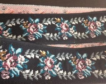 Lovely flower wreath woven ribbon trim