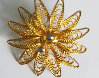 Vintage flower brooch/ lapel pin/ shawl pin in gold tone, filigree flower broach, vintage 1970s, sweater pin, scarf pin