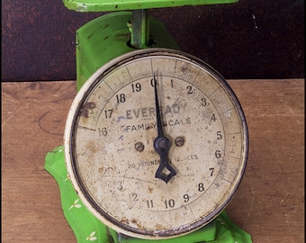 Scale - Vintage Eveready Family 20 Pound Chartreuse Green Working Scale