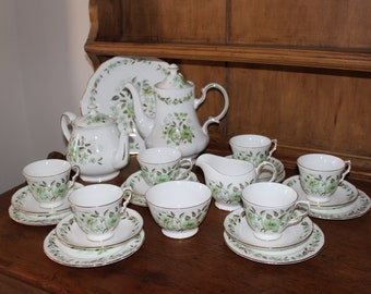 Stunning 23pce Colclough teaset with teapot and coffee pot