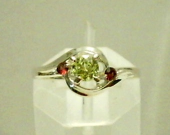 Yellow Mali Garnet Gemstone with Red Garnet Gemstone Accents in 925 Sterling Silver Ring Size 7 January Birthstone