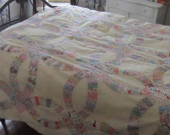 Strikingly Pretty Vintage Double Wedding Ring Quilt TOP 105X70""
