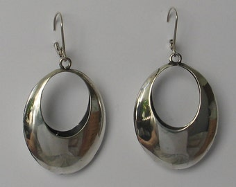 SALE Vintage sterling silver  oval hoop