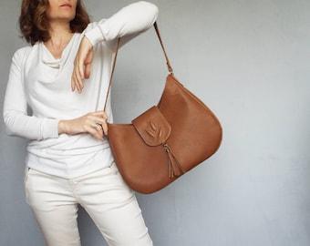 Tan brown leather hobo bag. Medium size leather purse. Light brown leather shoulder bag.