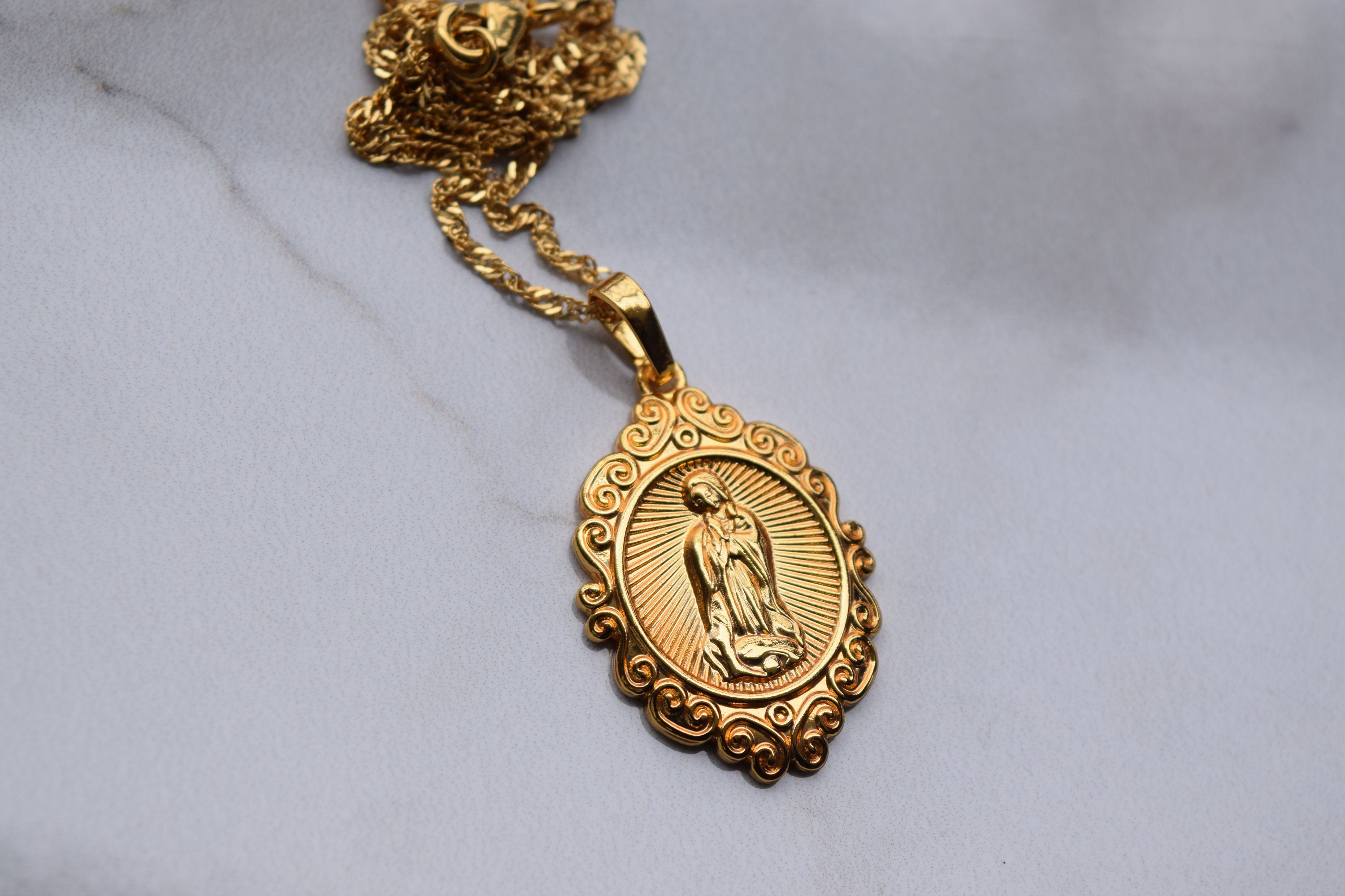 passion hail cadena medalla communion mary medium necklace medal products grande con gold maria pendant ibiza chain with first collections ave plated otoi