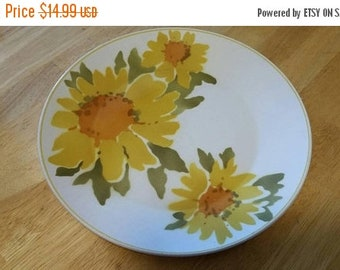 On Sale Rare Mikasa Cera Stone Dolly Daisy 3152 KI 10.5 inch Dinner or Chop Plate Collectible Kitchen Made in Japan Daisy Flower