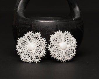 Vintage White Lace Floral Clip On Earrings, Vintage Earrings, Mid Century Jewelry, Free Shipping, Jewelry for Women