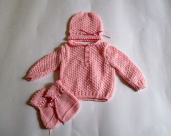 Sweater shoes and pink hat for girls-and months