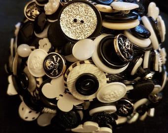 Black & white button bouquet