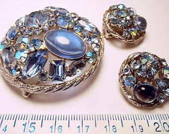 Weiss Brooch and Clip-on Earring Set Vintage Rhinestone Powder BLUE. Vintage Demi Parure (we41717)