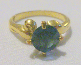 Vintage Blue Solitaire Glass Stone Gold Tone Fashion Ring Size 8