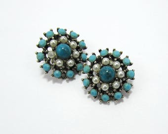 """Weiss Turquoise Blue & White Earrings - 1"""" Clips - silvertone setting - 1960s"""