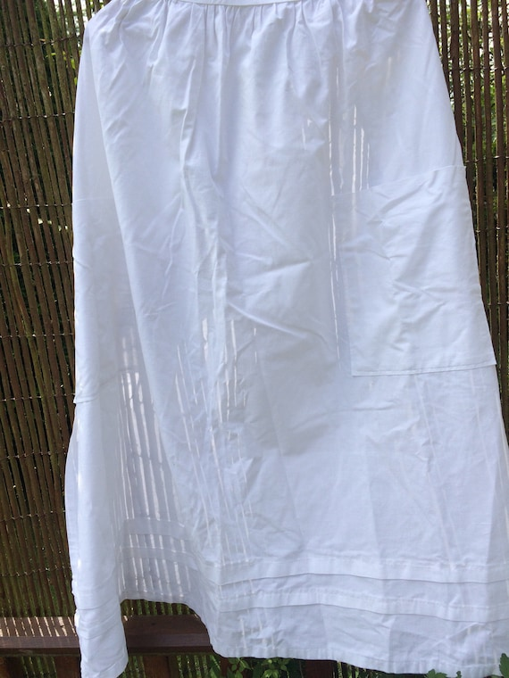 1930's housekeepers long apron. Pintucks and pockets.,cotton 38 ins long