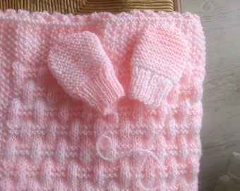 Hand-knitted baby blanket pink with matching mittens
