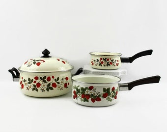 Vintage Porcelain Strawberries n Cream Sheffield Pots and Pans Cookware Set, White Enamel Stockpot Sauce Pans Strawberry Farmhouse Kitchen