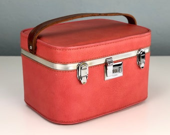 Vintage Coral Pink Train Case, Vintage Luggage by Ventura Travelware, Made in USA, Makeup Case