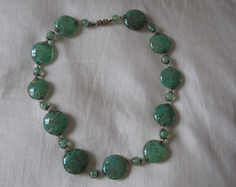Stunning vintage green and gold sommerso disc glass necklace