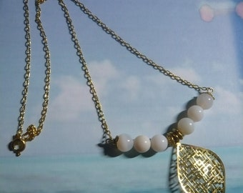Healing stone, white agate necklace, engraving diamond gold