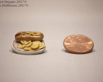 1:12 Scale Dollhouse Miniature Hot Dog and Chips on a Plate