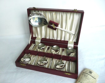 Vintage silver spoons - boxed silver spoons - silver plated spoons in original box - boxed dessert spoons set - Thomas Turner silver spoons