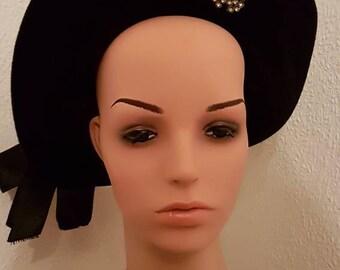 Beautiful 1940s Black Pancake Hat - Vintage Halo Hat - 1940s Halo Hat - Black Velvet Hat with Satin Bow