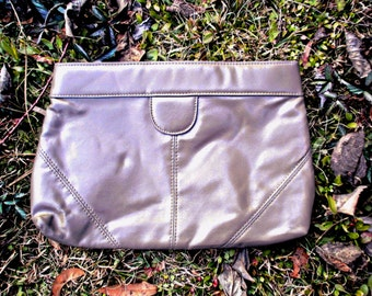VTG 80s/90s- Vintage 1980s/1990s Taupe Brown, Vegan leather, Minimalist, Classic Clutch with Two compartments, Small Medium, Stitch details