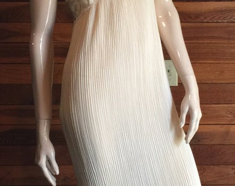 Vintage Lingerie 1970s ANNIQUE by Rosa Pu;eo Szule Ivory Size Small Nightgown