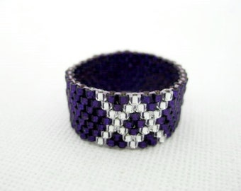 Peyote Ring in Purple and Silver  / Beaded Ring / Size  5, 6, 7, 8, 9, 10, 11, 12, 13  / Seed Bead Ring / Delica Ring / Peyote Band /